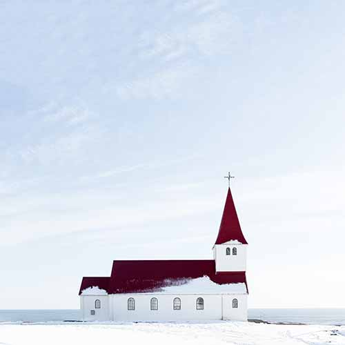 Acht schwierige Fragen an die Kirche